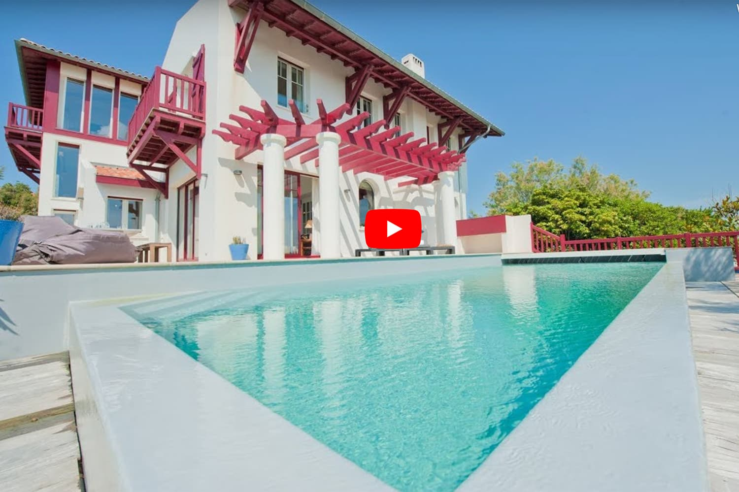 Beachfront holiday villa in Biarritz