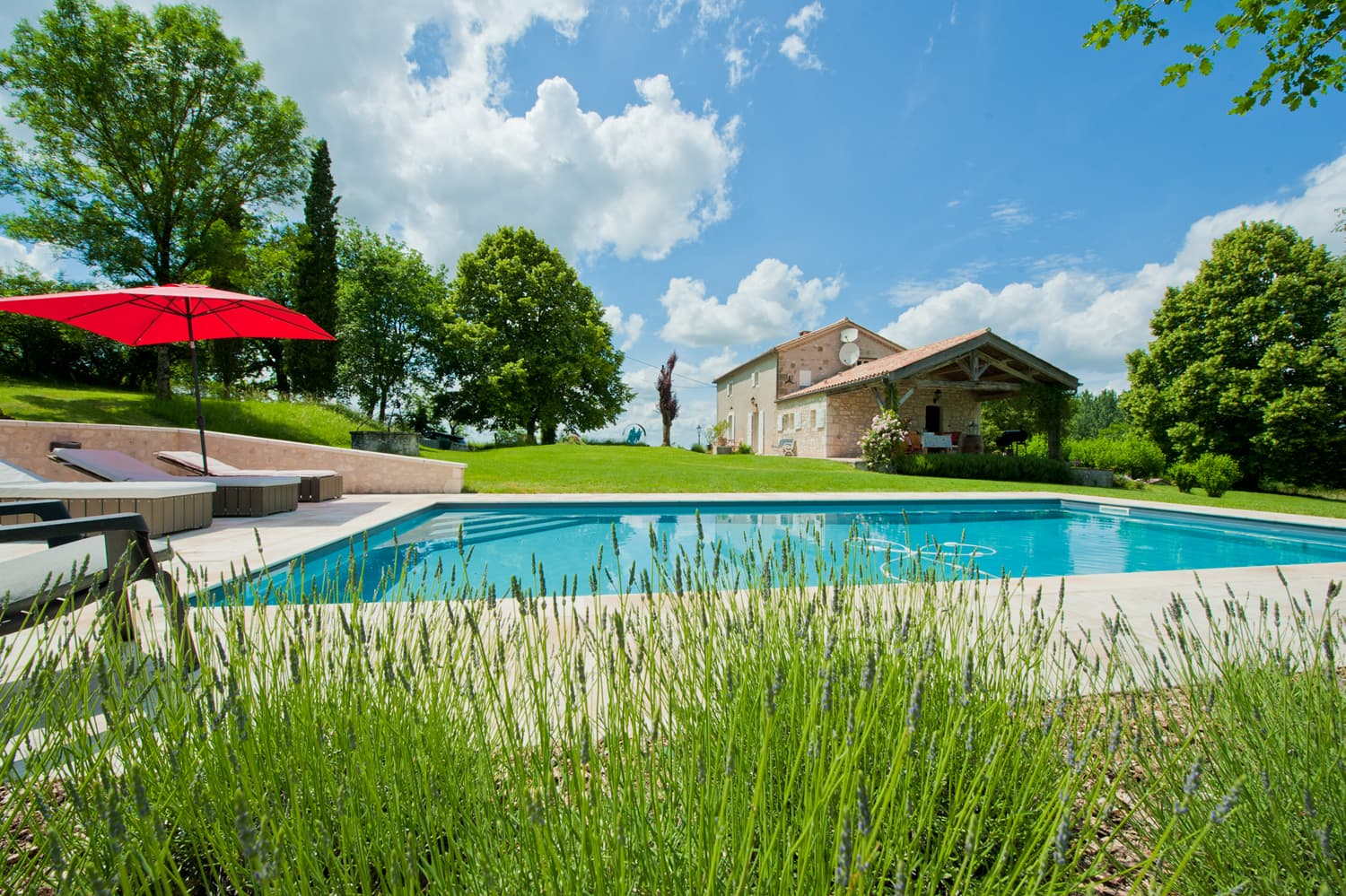 Holiday rental home in South-West France with private swimming pool | Maison Douzains