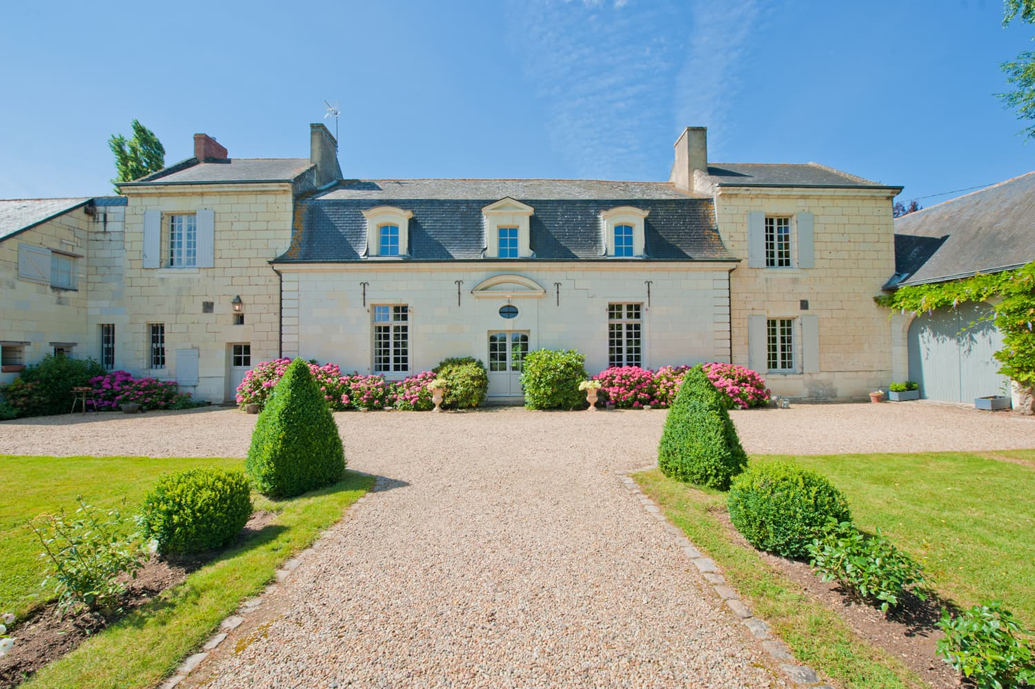 Vacation accommodation with heated pool and garden in the Loire Valley | Manoir d'Anjou