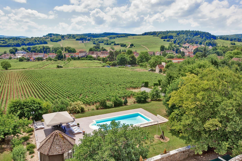 Location de châteaux avec piscine privée en Bourgogne avec vue sur la campagne | Château Saône