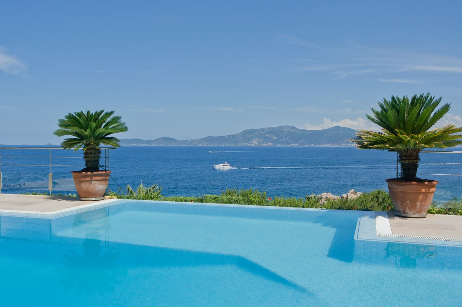 Coastal holiday villa on the island of Corsica with views of the Mediterranean and private pool | Villa Chiavari