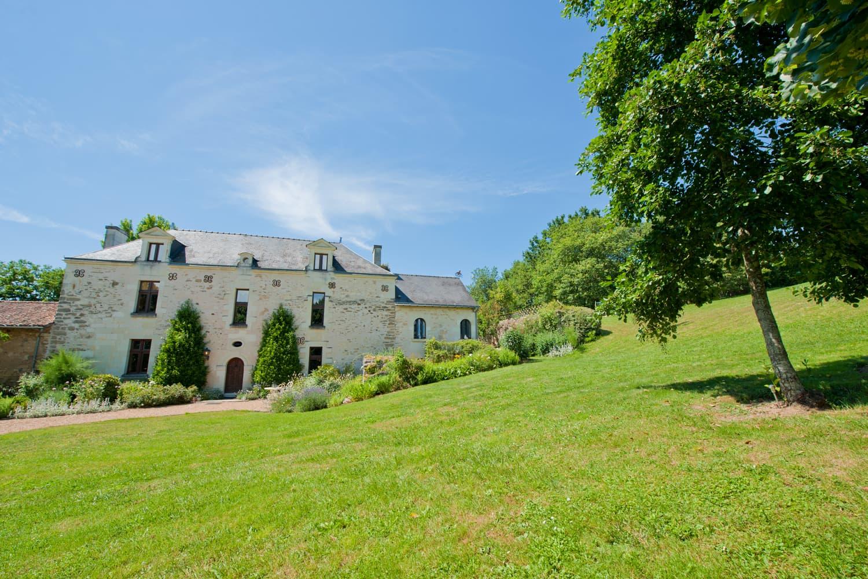 Maison de vacances avec piscine privée et cadre champêtre dans la vallée de la Loire   Manoir Coteaux