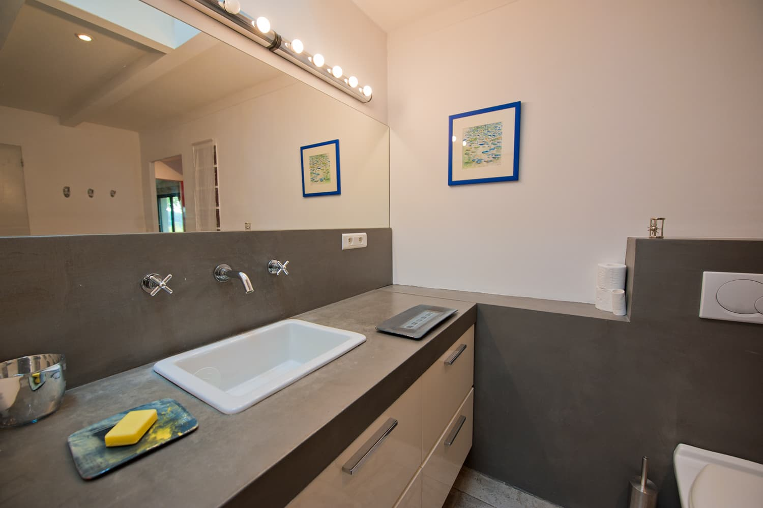 Bathroom in Dordogne self-catering accommodation