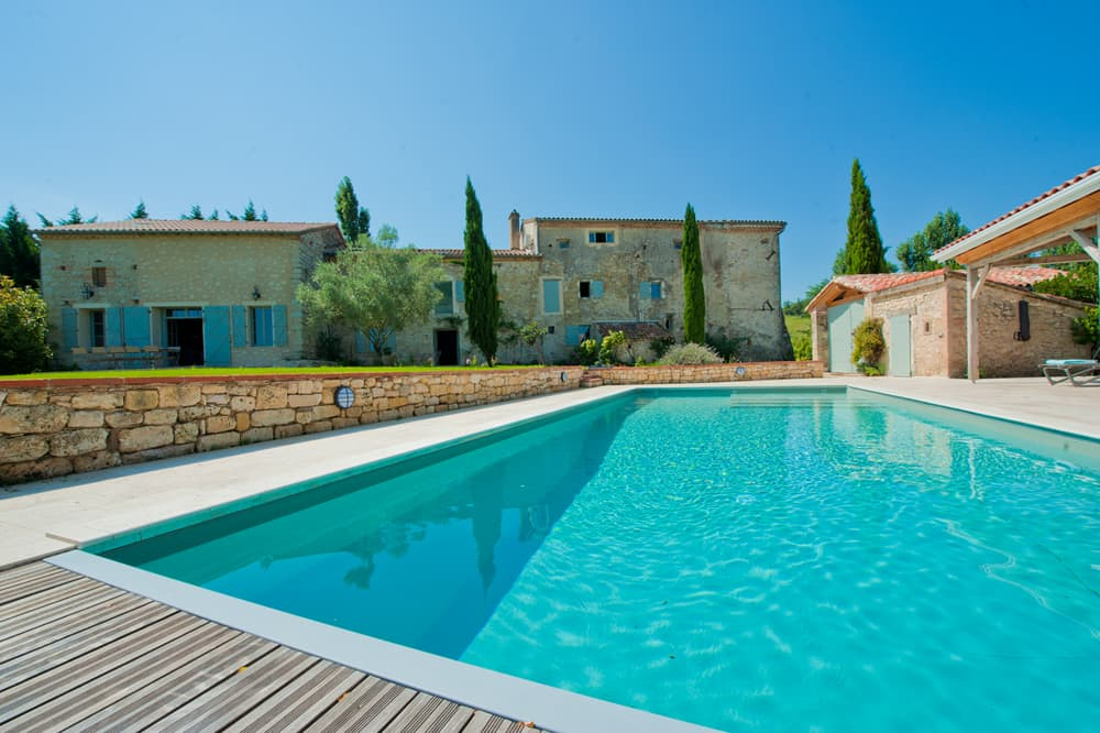 Rental home in West France with private pool