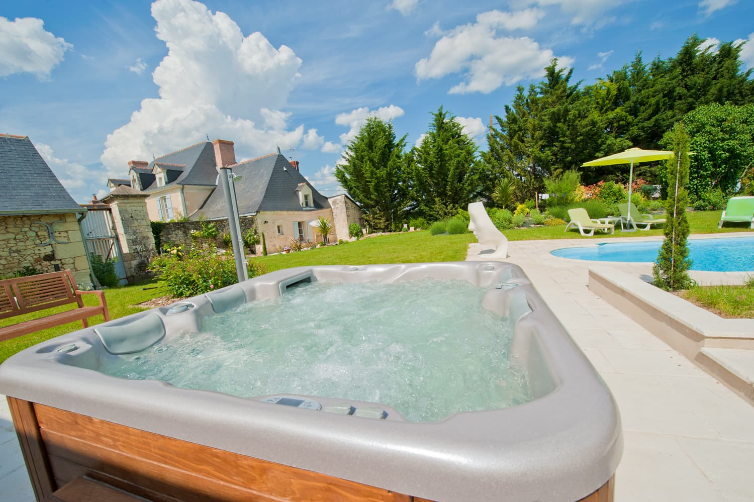 Hot-tub and shared, heated pool with terrace