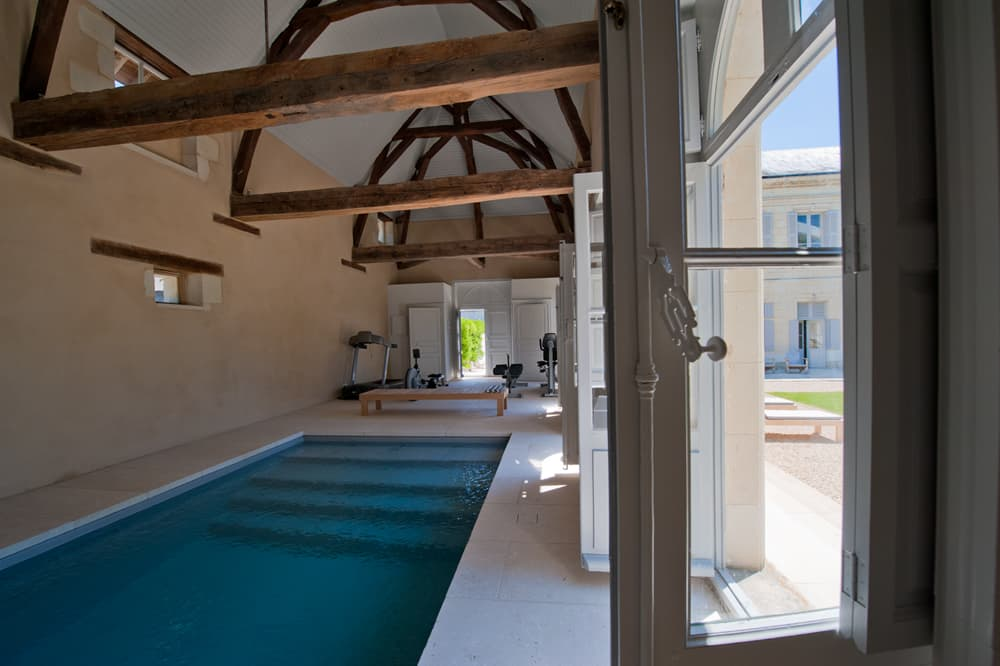Pool-house with private, heated pool in Loire