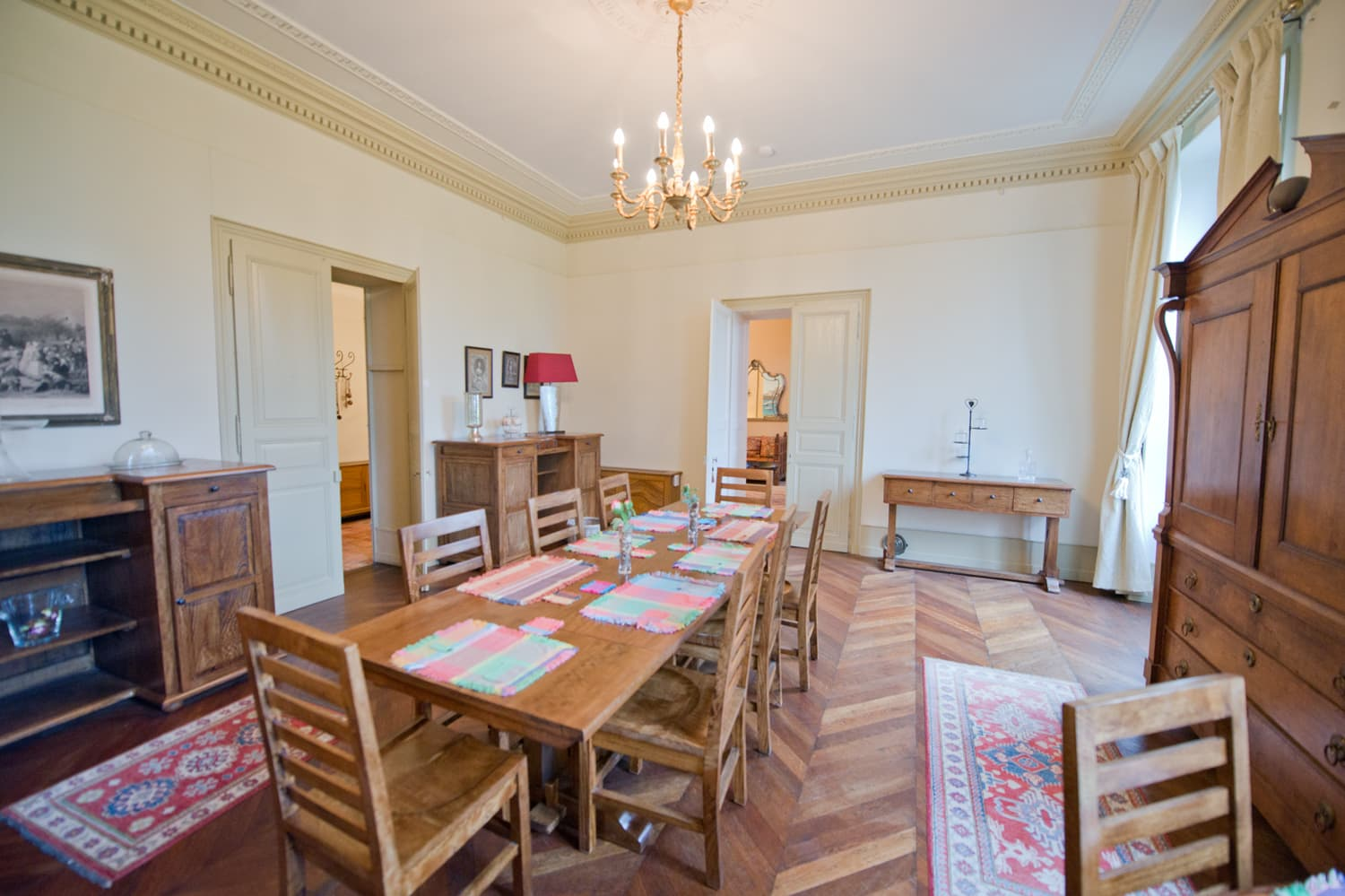 Dining room in Loire rental château