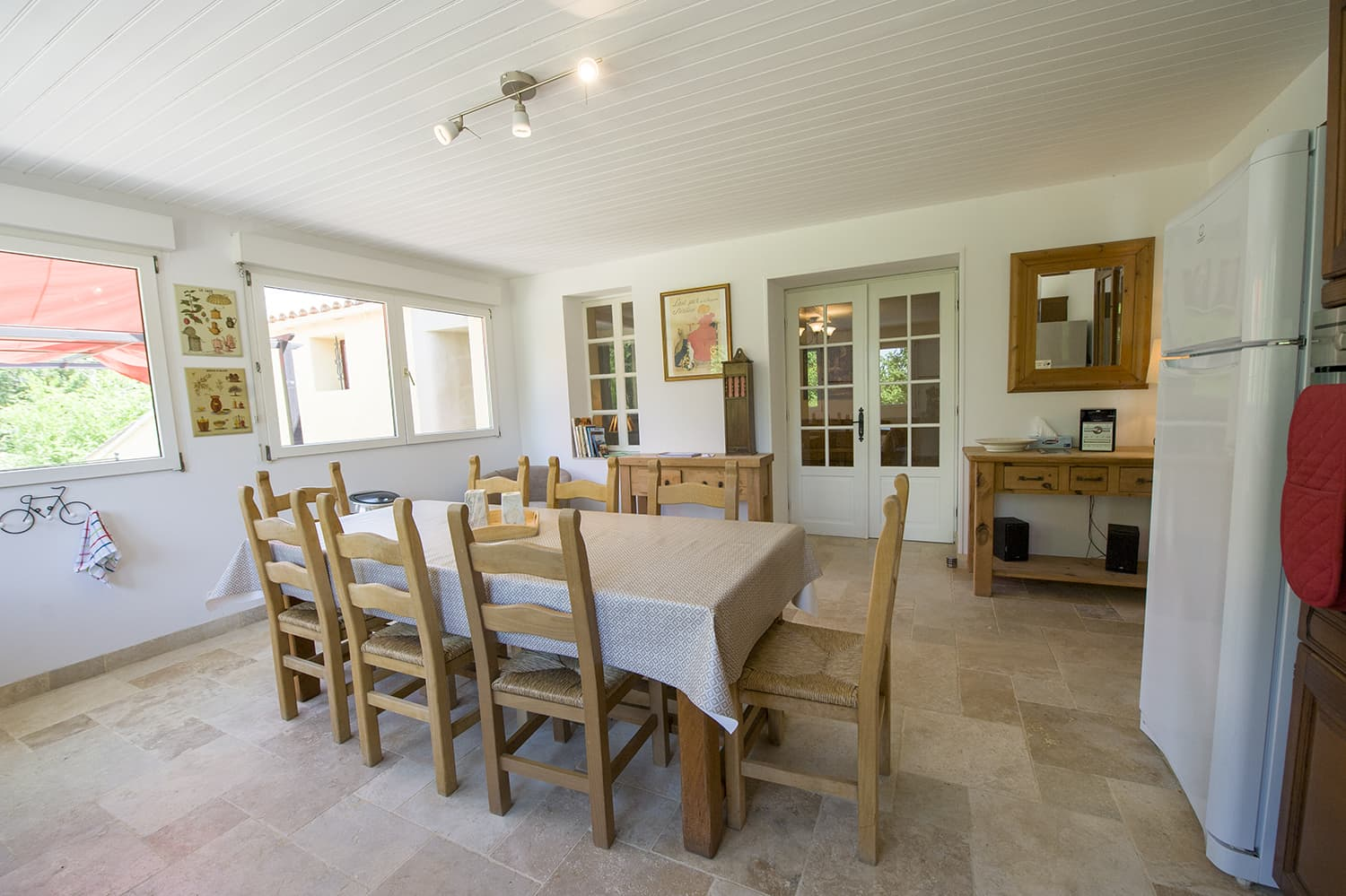 Dining room in Lauraguel holiday home