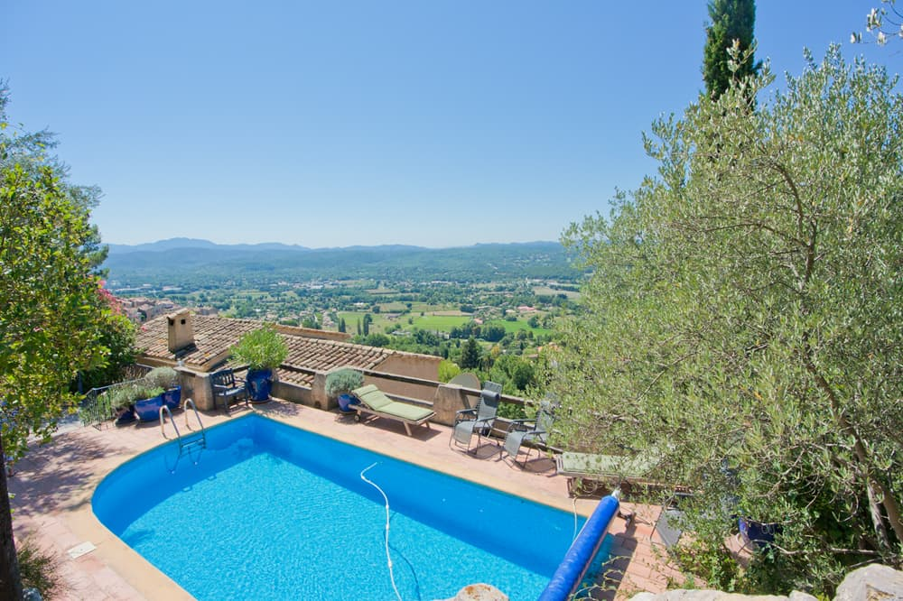 Private pool with terrace and Provence countryside view