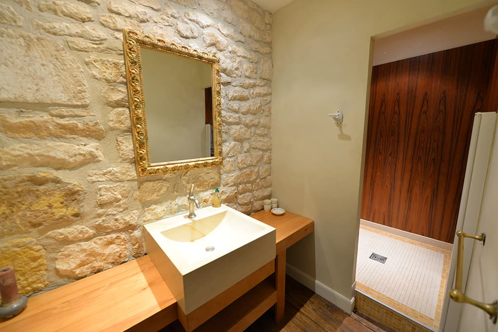 Bathroom in Carlux holiday home