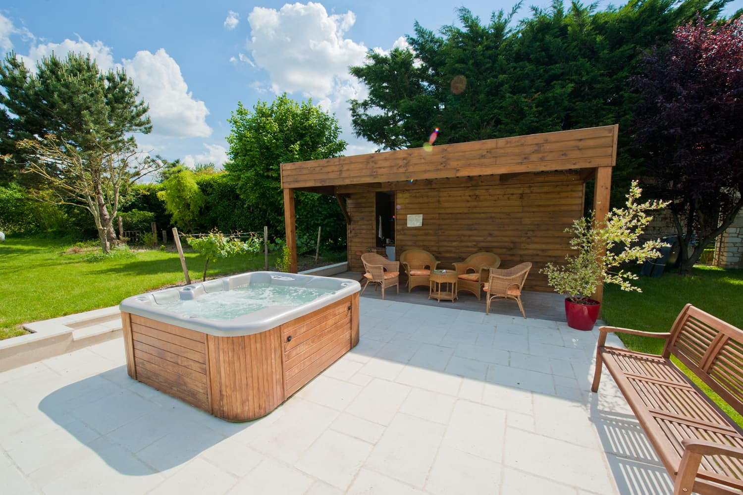 Shared hot-tub and covered terrace