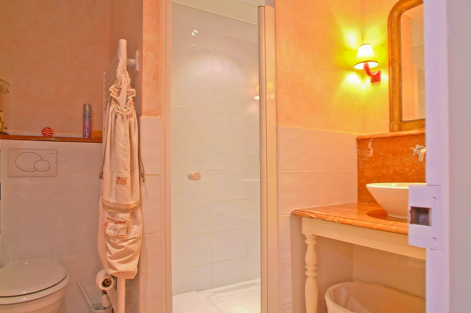 Bathroom in Loire self-catering apartment