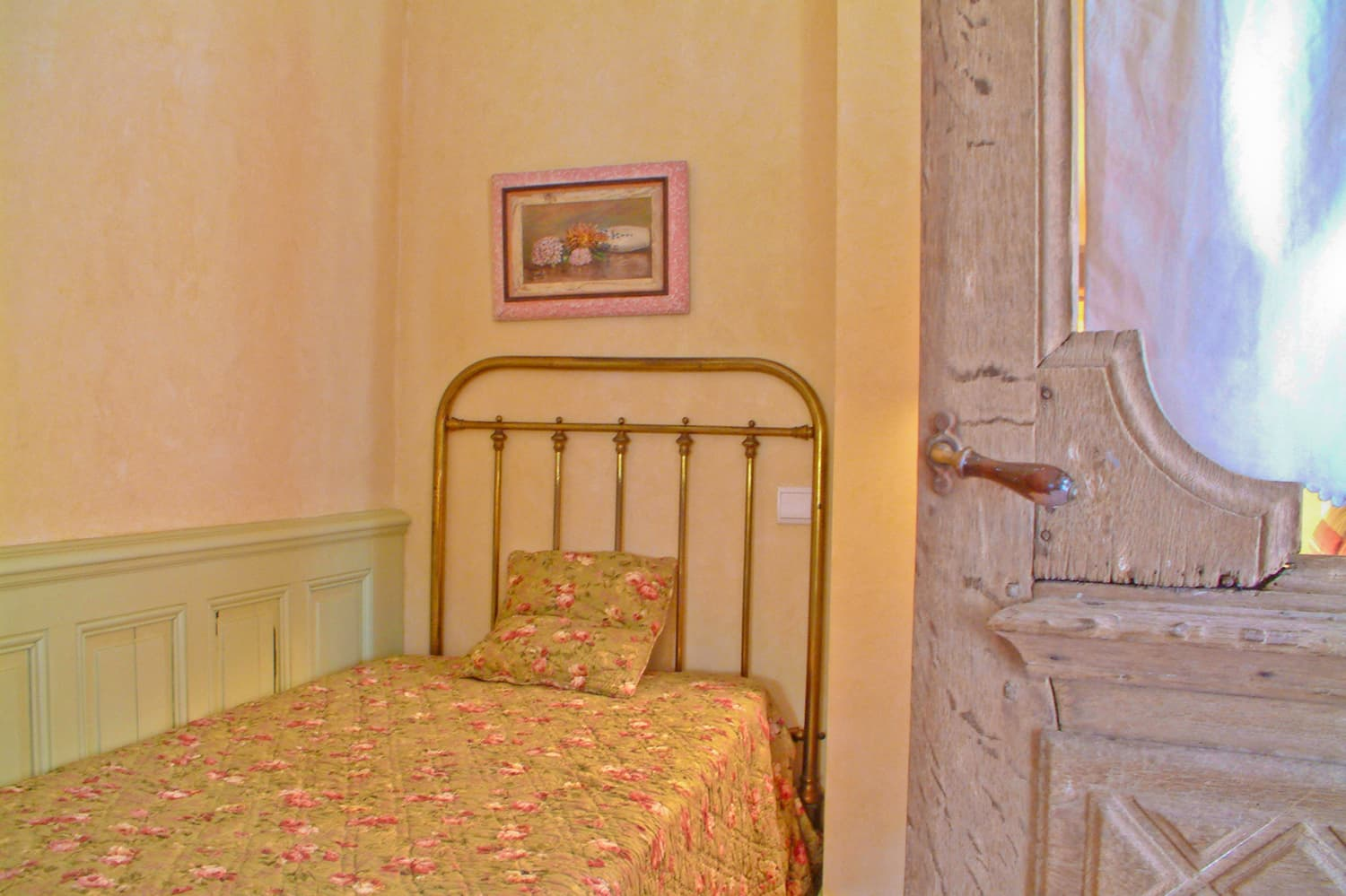 Bedroom in Loire self-catering apartment