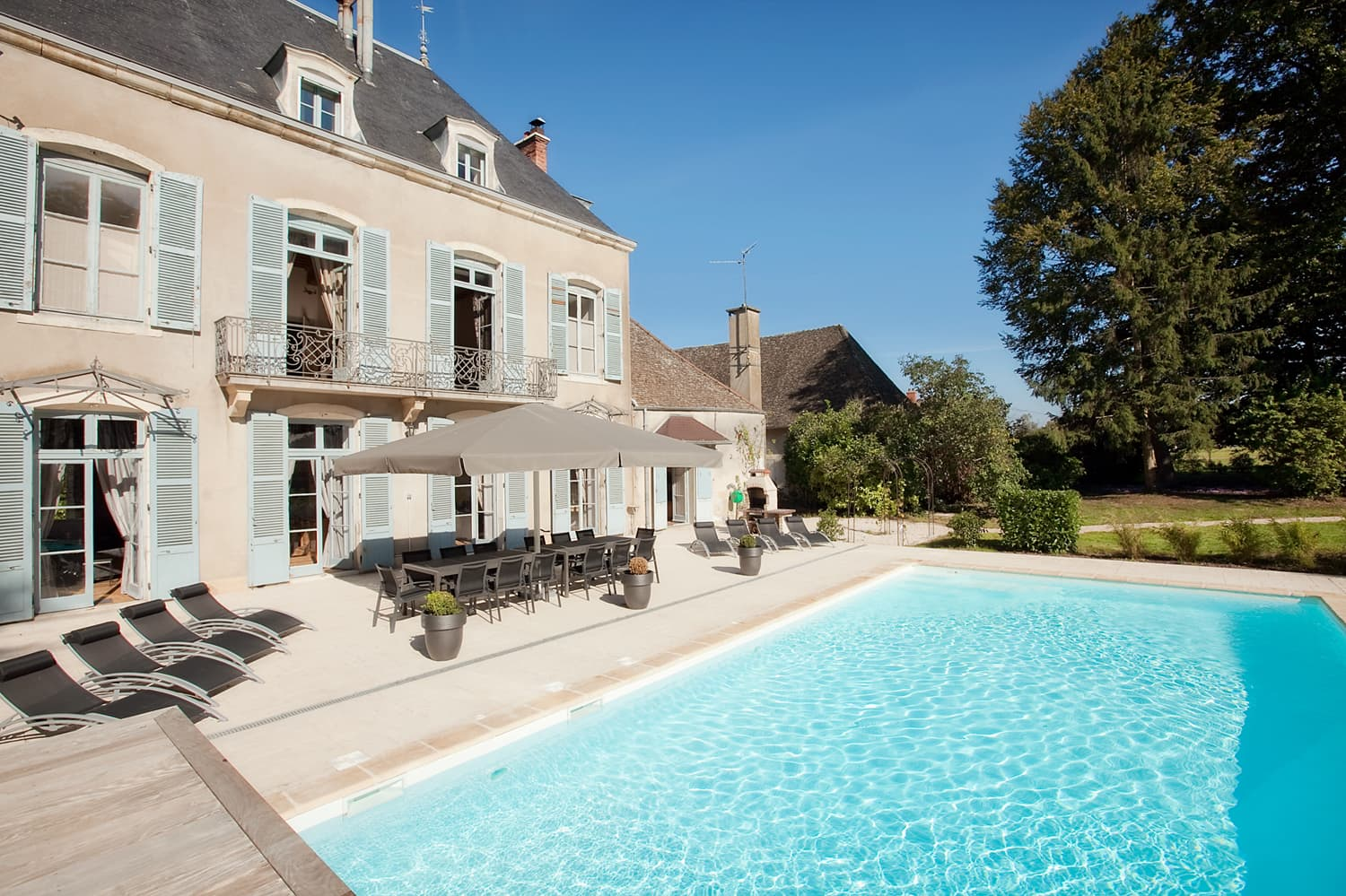 Holiday château in Burgundy with private, heated pool