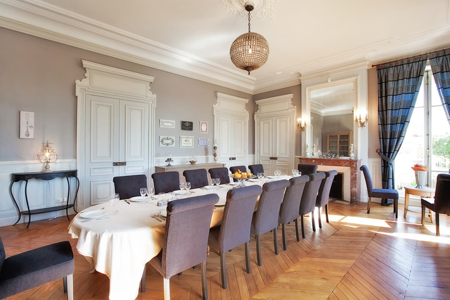 Dining room in Burgundy holiday château