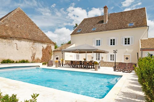 Holiday villa in Burgundy with private, heated pool