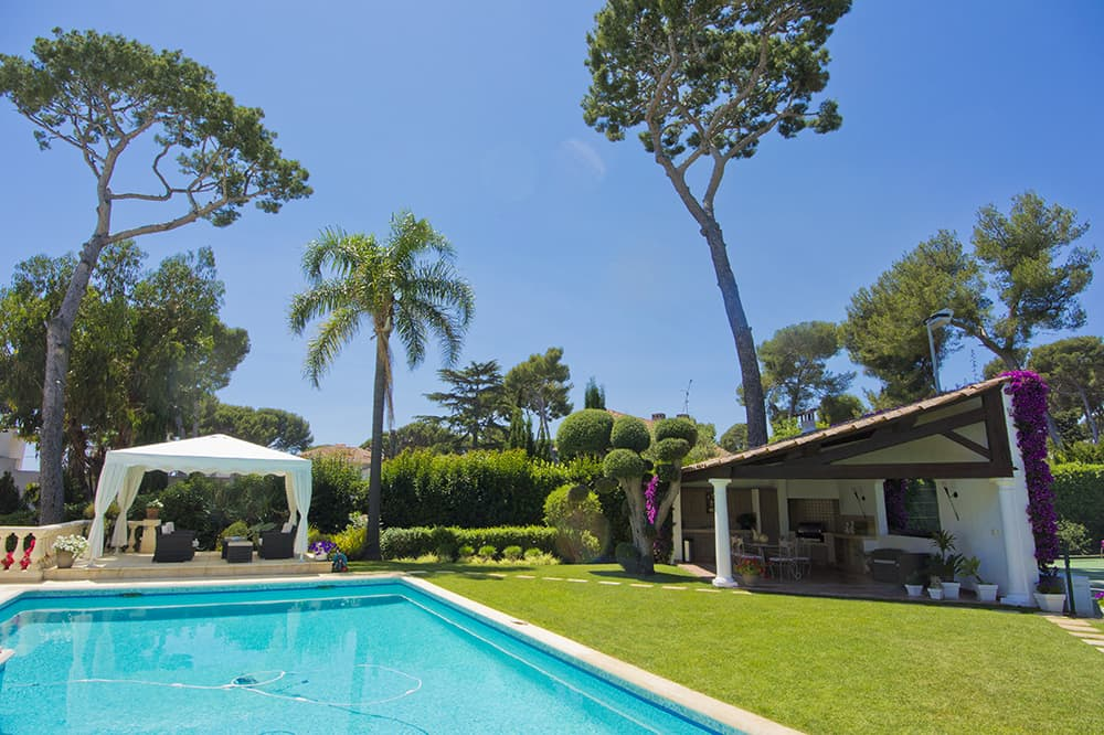 Private, heated pool with summer kitchen