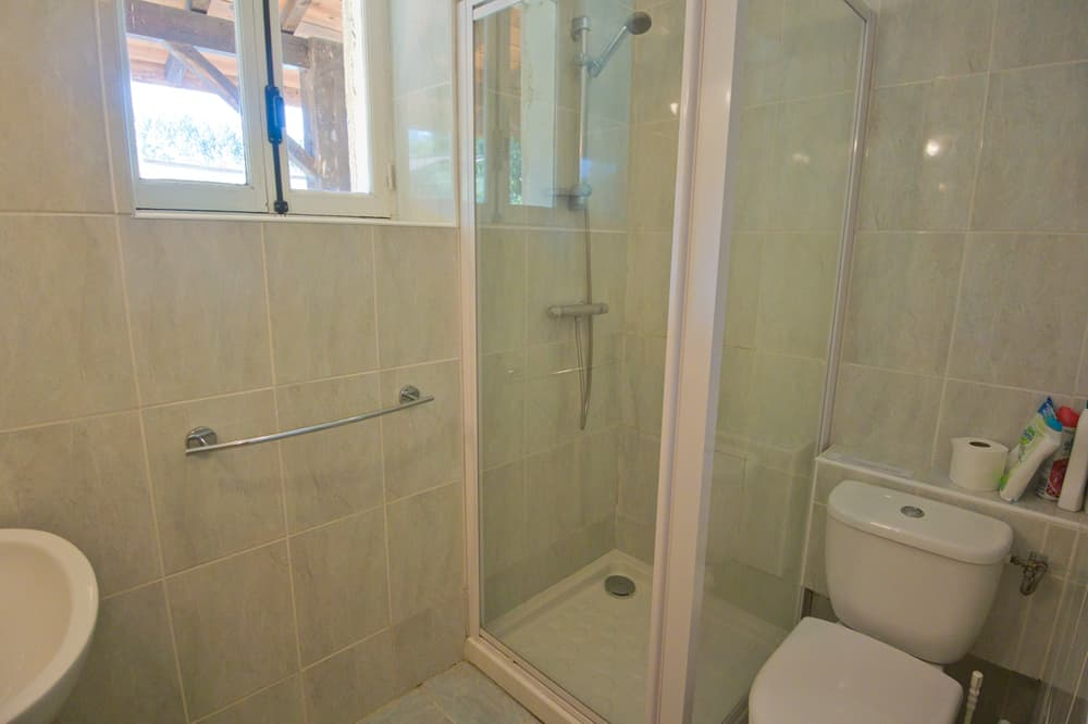 Bathroom in Lot-et-Garonne holiday home