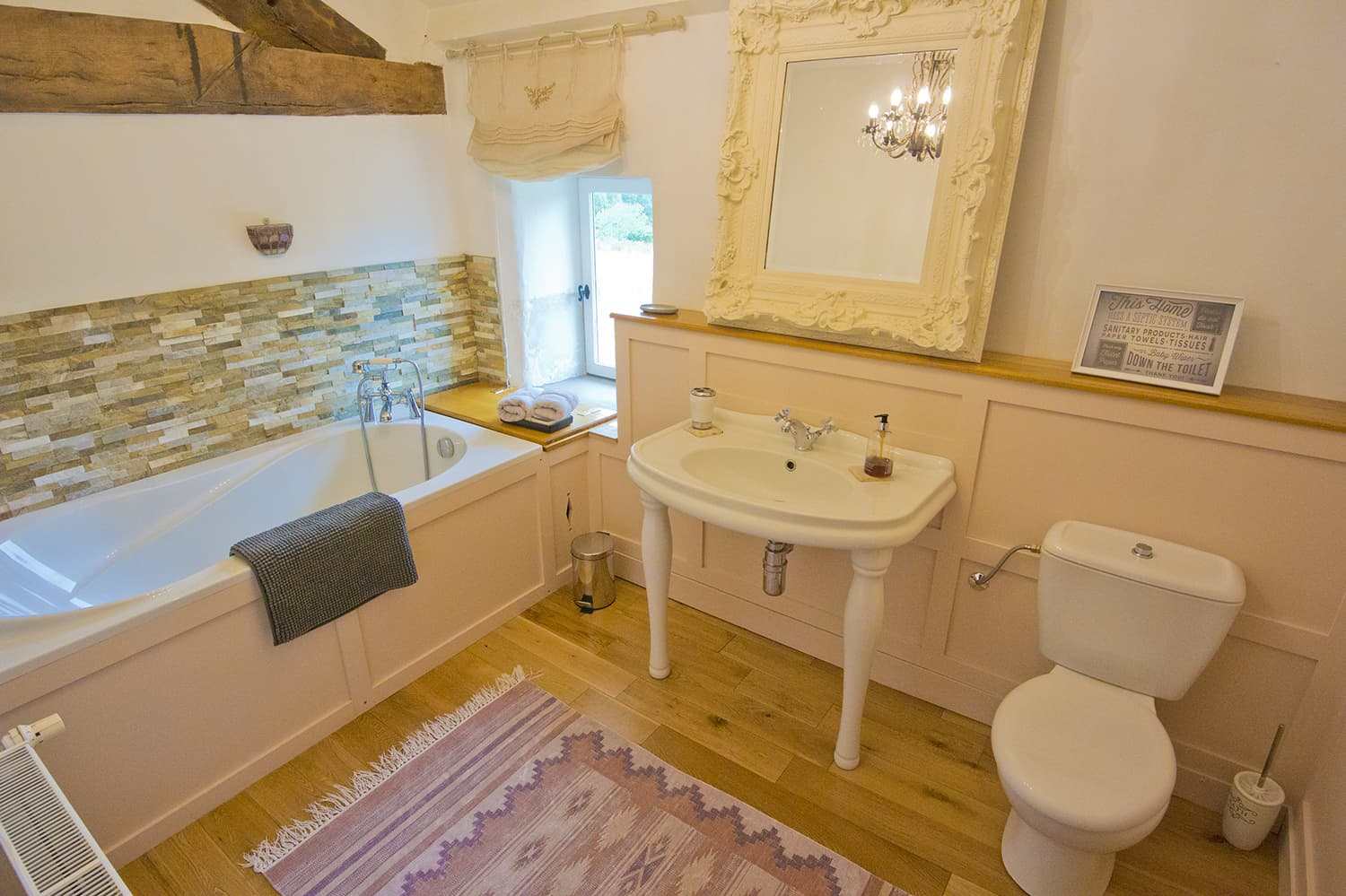 Bathroom in Nouvelle-Aquitaine holiday home