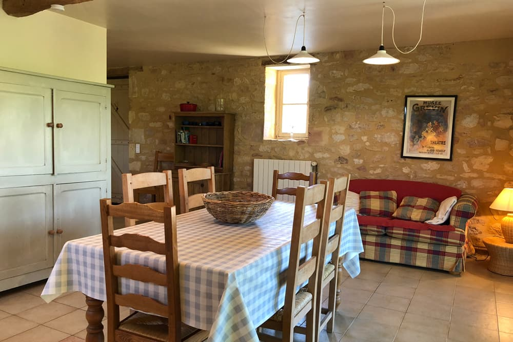 Dining room in Dordogne holiday home