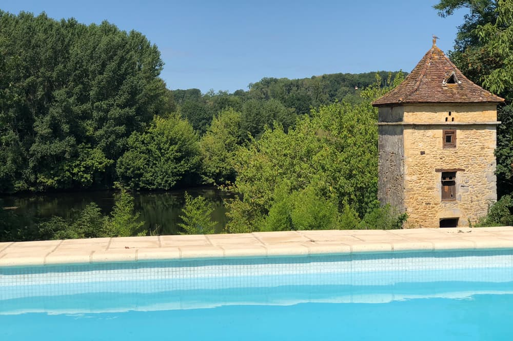 Private pool with Dordogne river view