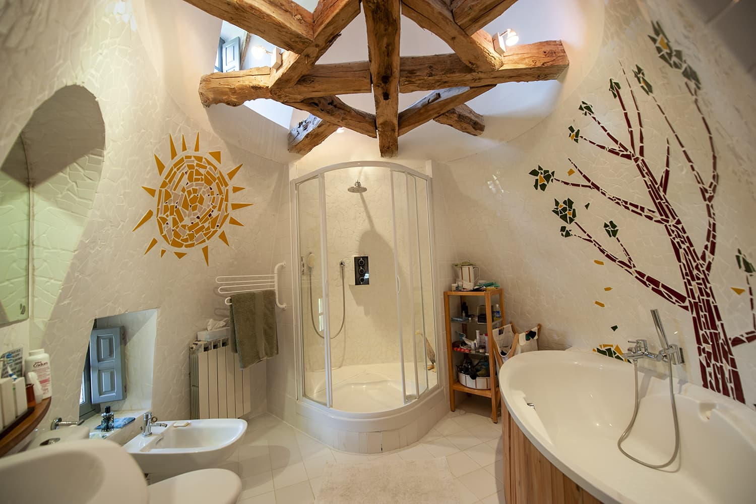 Bathroom in Crégols holiday home, Occitanie
