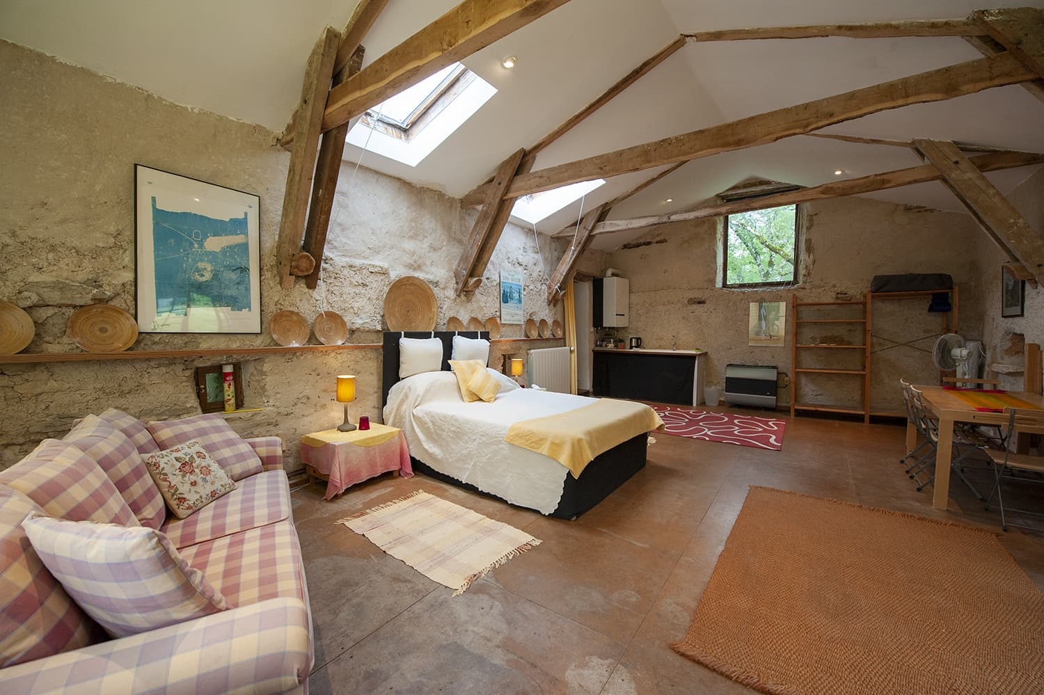 Bedroom in garden studio, Cregols, Occitanie