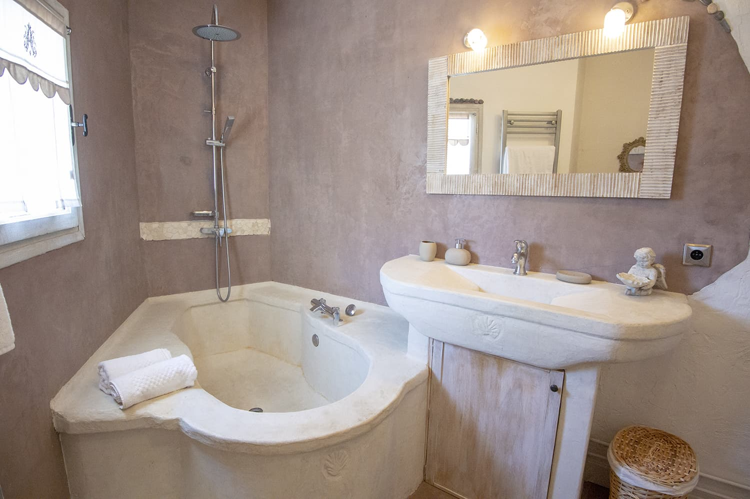 Bathroom in Tourrettes-sur-Loup holiday home