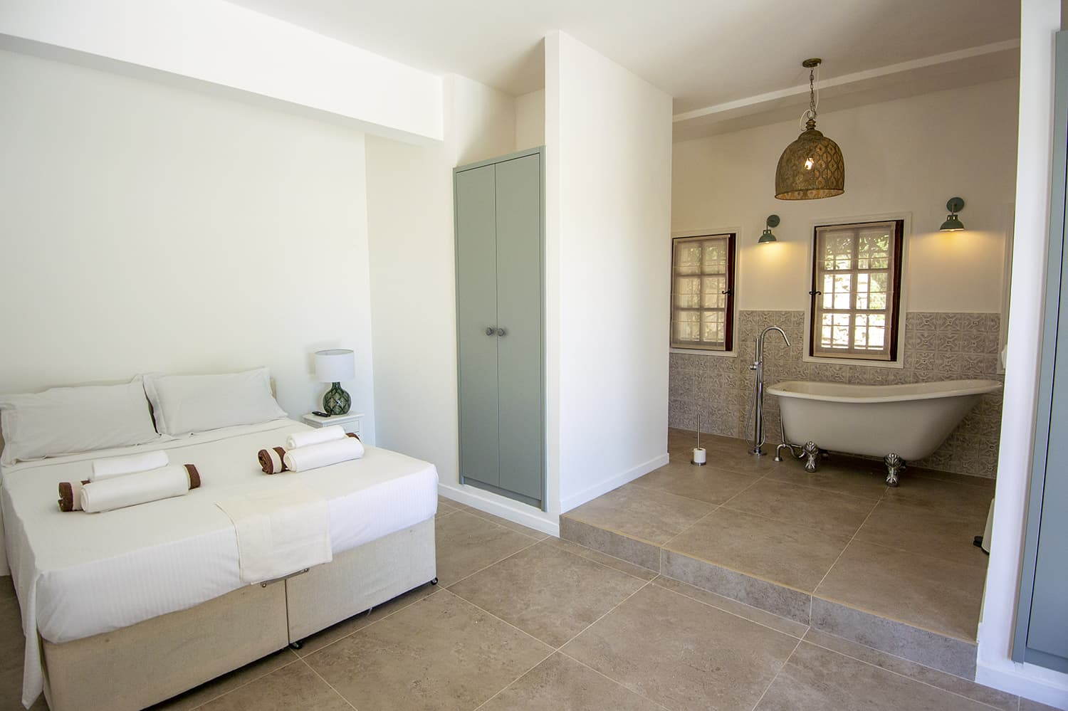 Bedroom and bathroom in Mougins, Provence-Alpes-Côte d'Azur