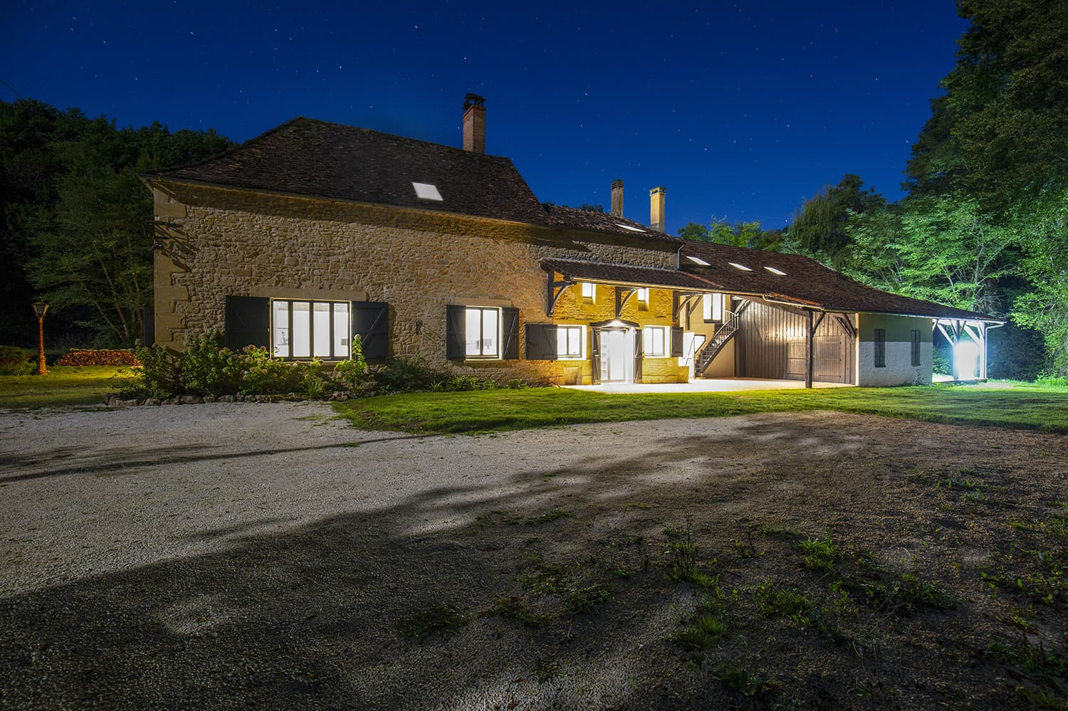 Holiday accommodation in Saint-Avit-Sénieur, Nouvelle-Aquitaine at night
