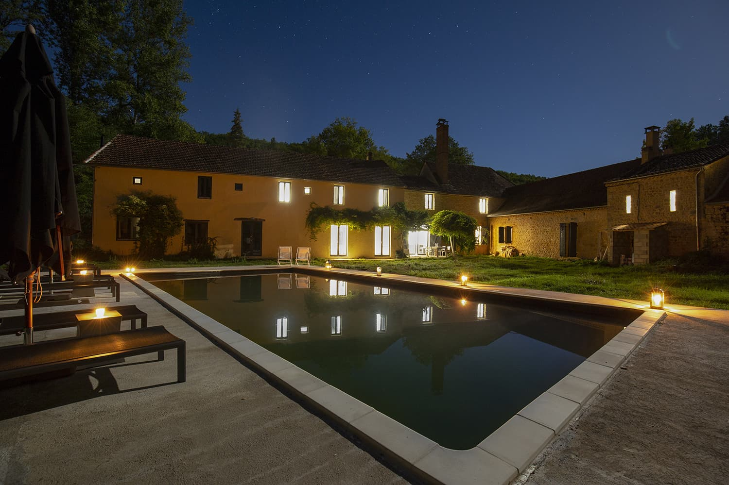 Holiday accommodation in Saint-Avit-Sénieur, Nouvelle-Aquitaine with private pool at night