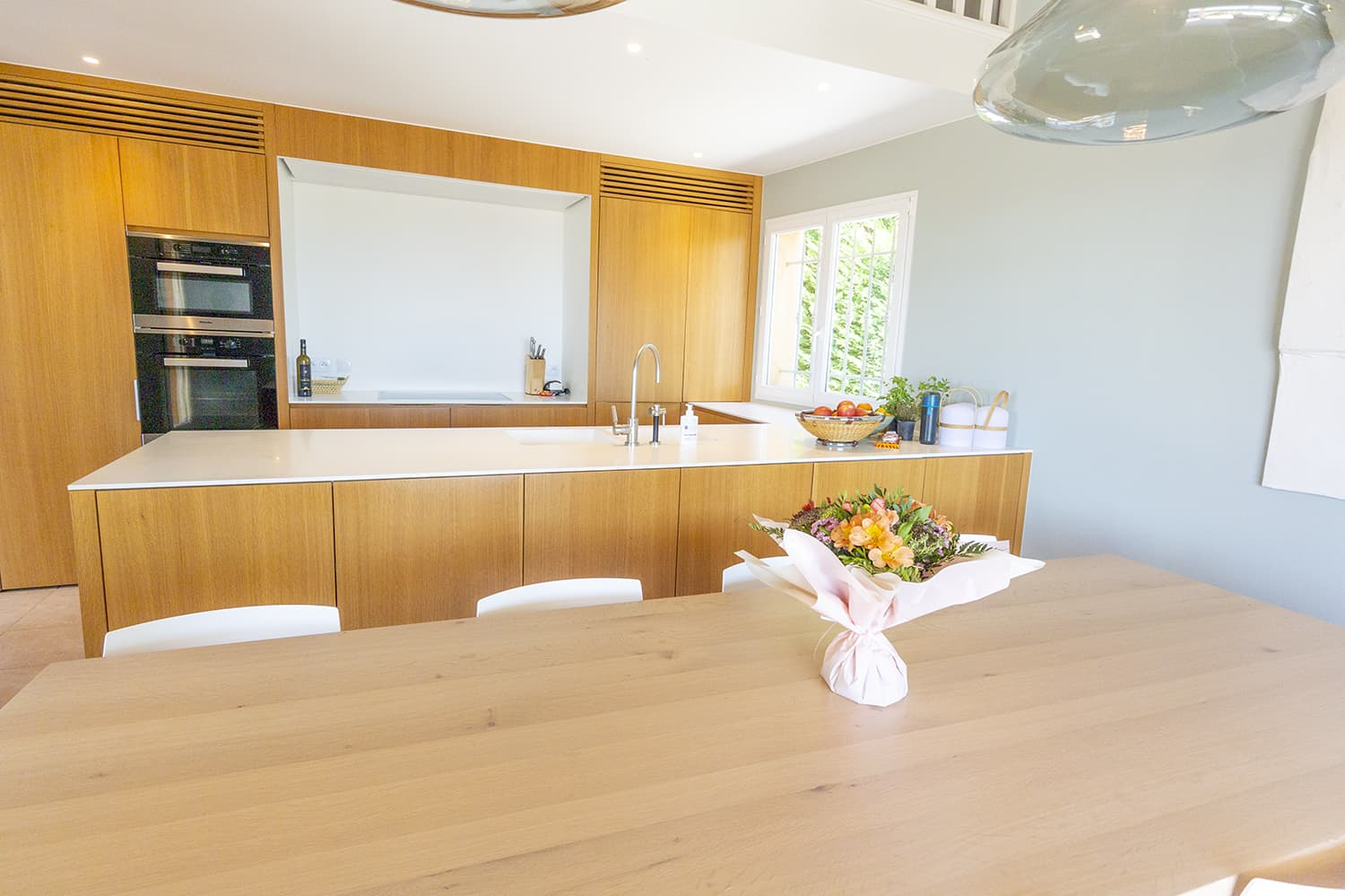 Kitchen and dining area in Sainte-Maxime holiday rental villa