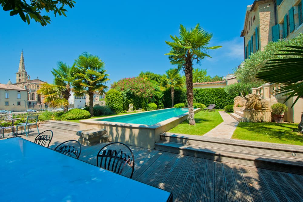 Garden with private pool with view of Limoux cathedral