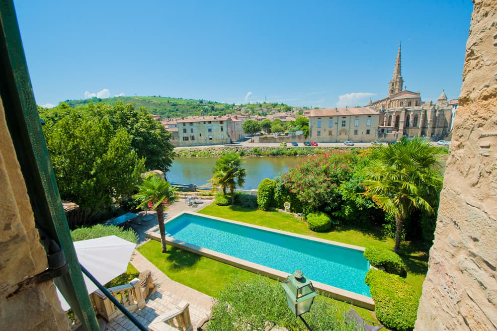 Private pool with garden and view of Limoux cathedral