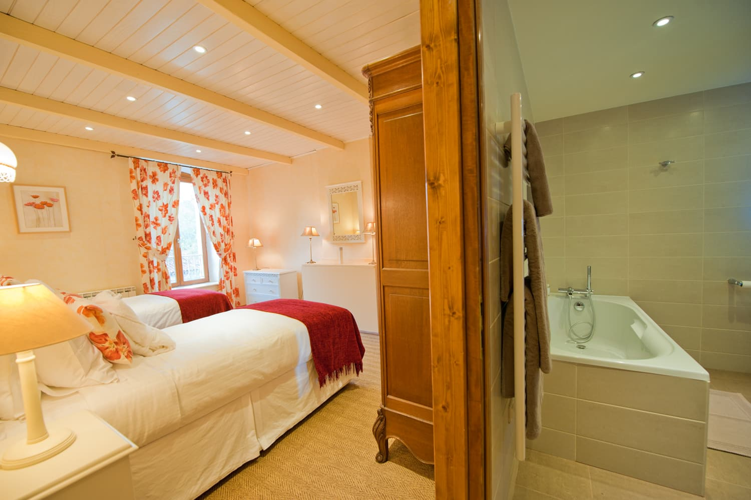 Bedroom with ensuite bathroom in Languedoc holiday home