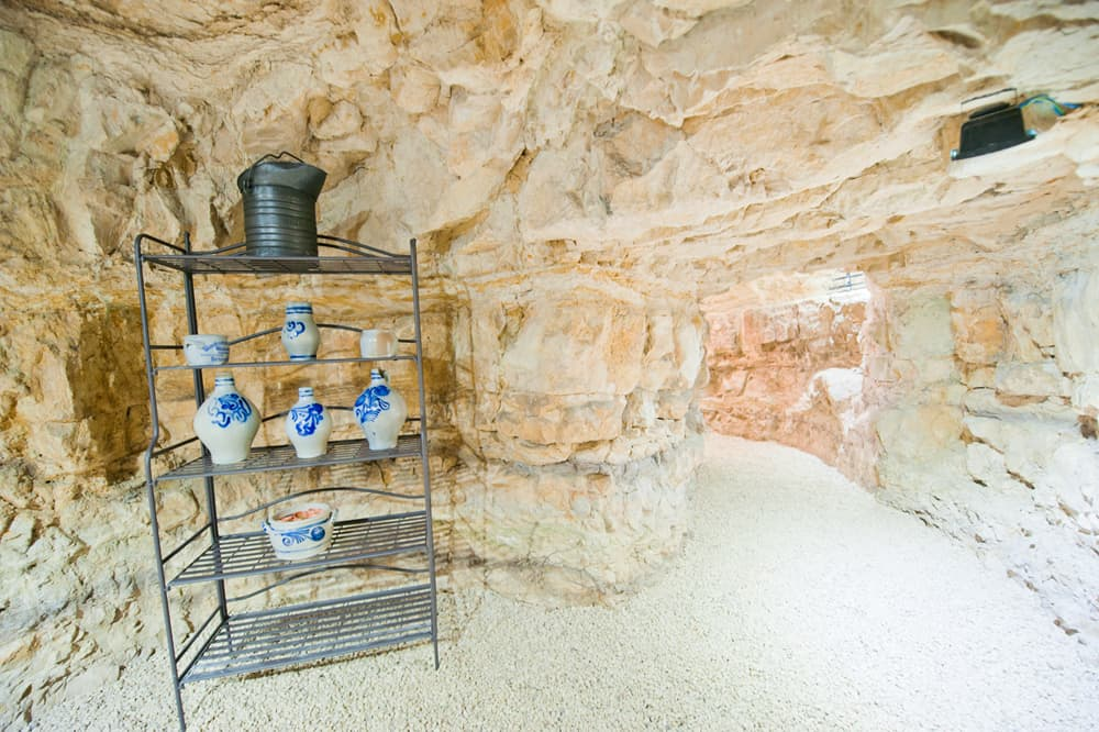 Cave in Provence rental accommodation