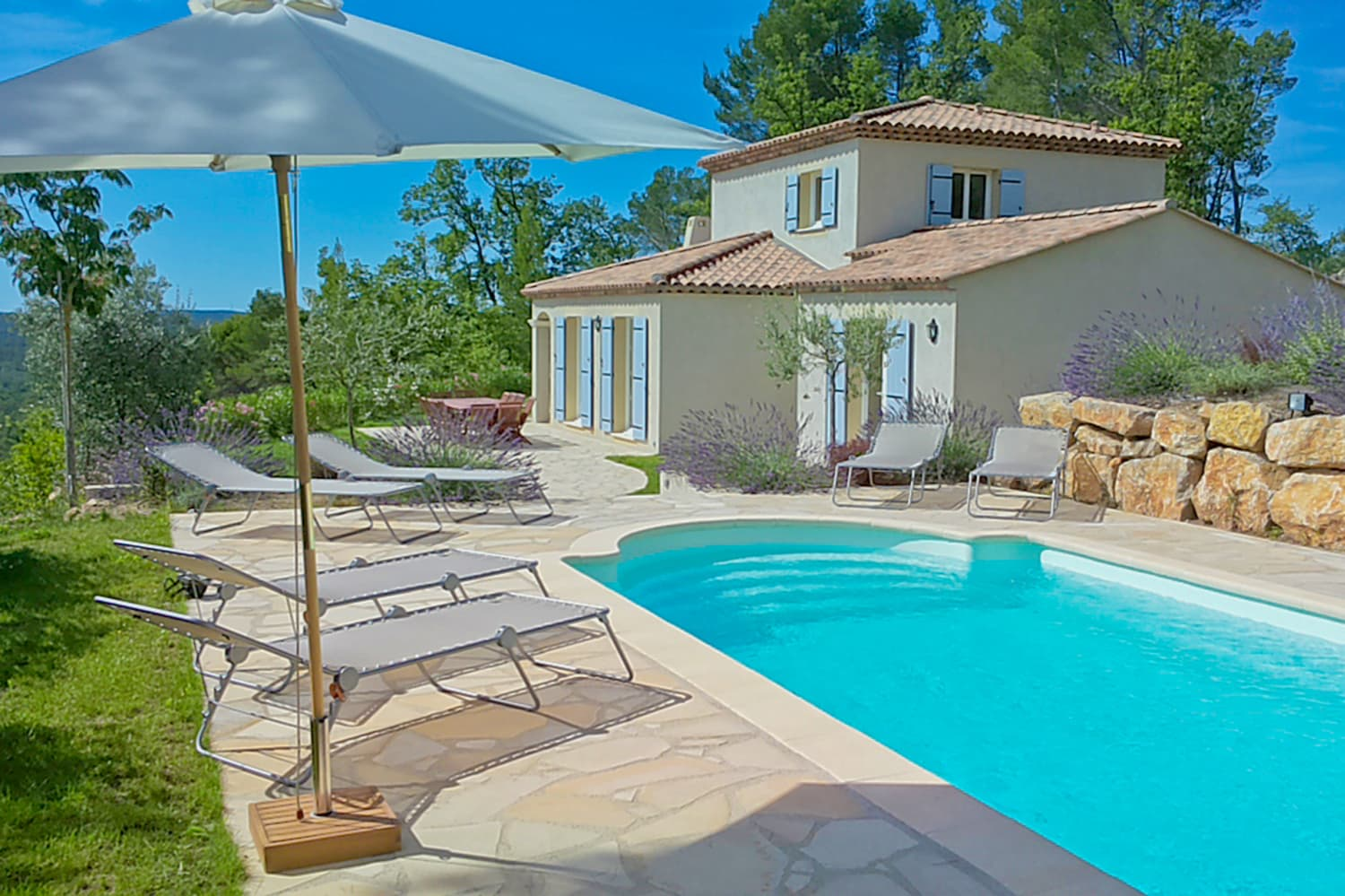 Holiday villa in Provence with private, heated pool and terrace
