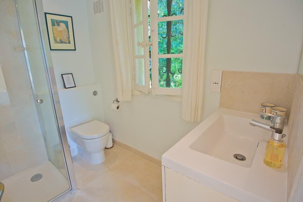 Bathroom in Provence holiday accommodation