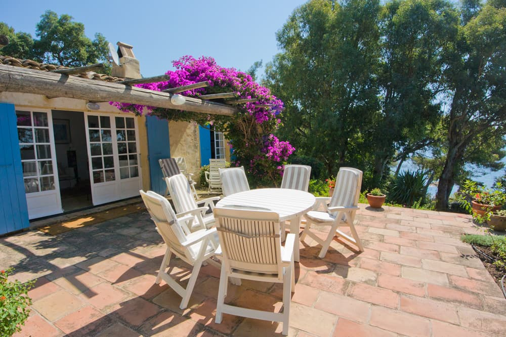 Sea-front holiday accommodation in Provence
