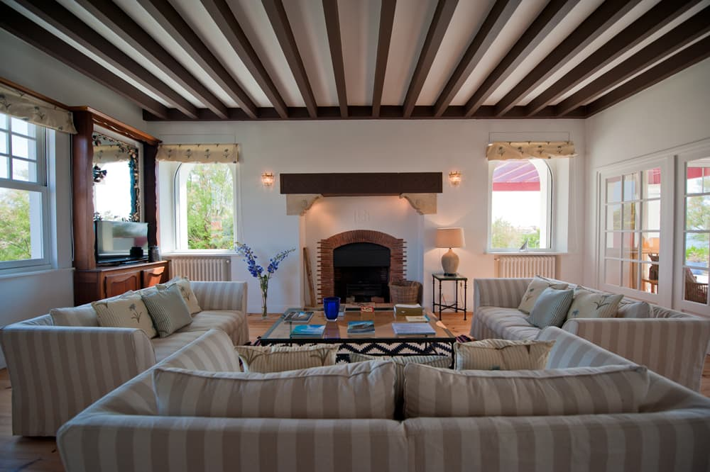 Living room in Biarritz holiday villa