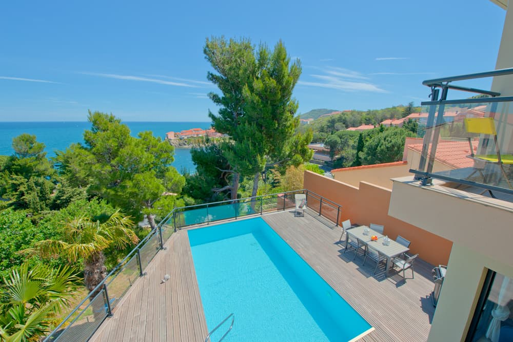 Private pool with terrace and Mediterranean sea views in Collioure
