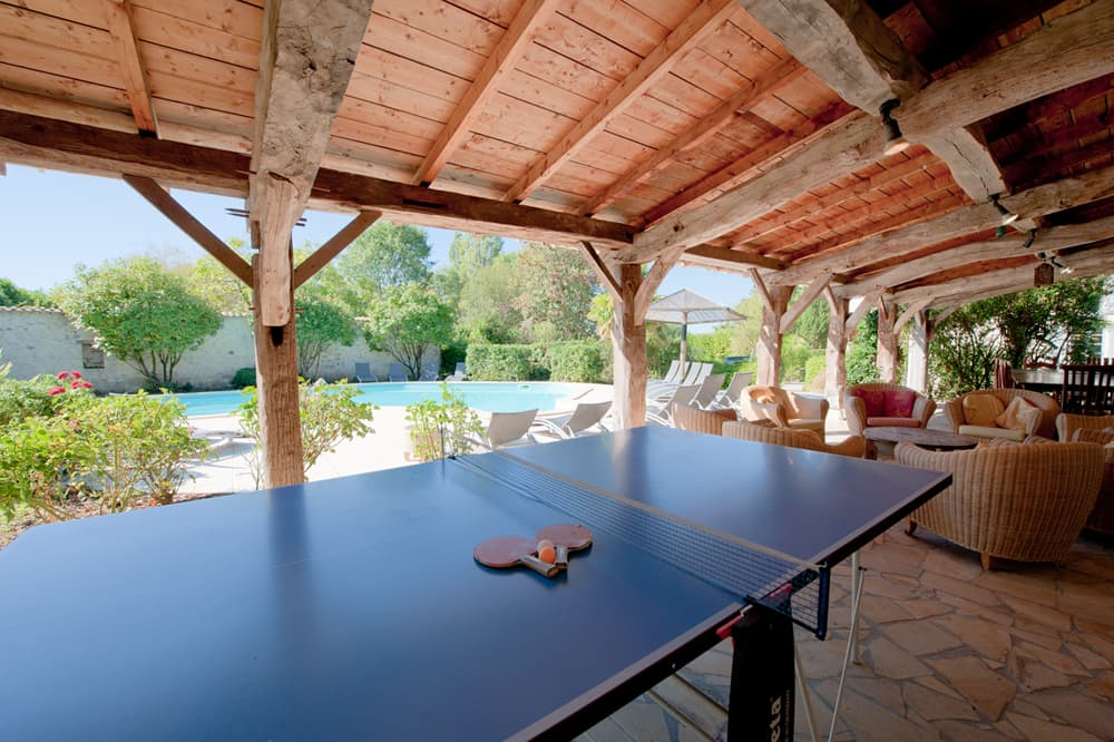 Covered terrace with table tennis