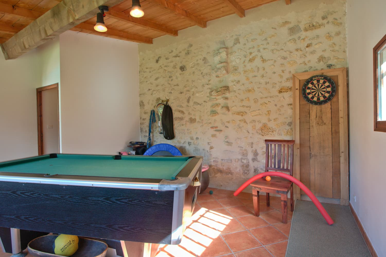 Poolside games room with pool table
