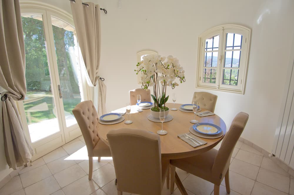Dining room in Provence self-catering accommodation