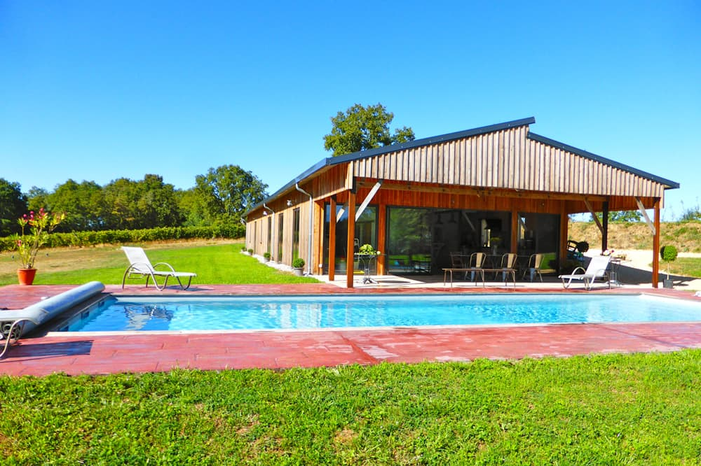 Self-catering accommodation in Dordogne with private pool