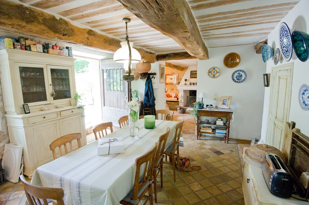 Dining room in Provence rental accommodation
