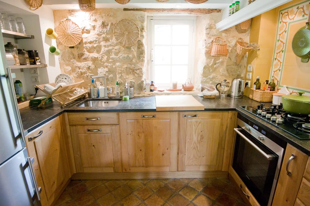 Kitchen in Provence rental accommodation