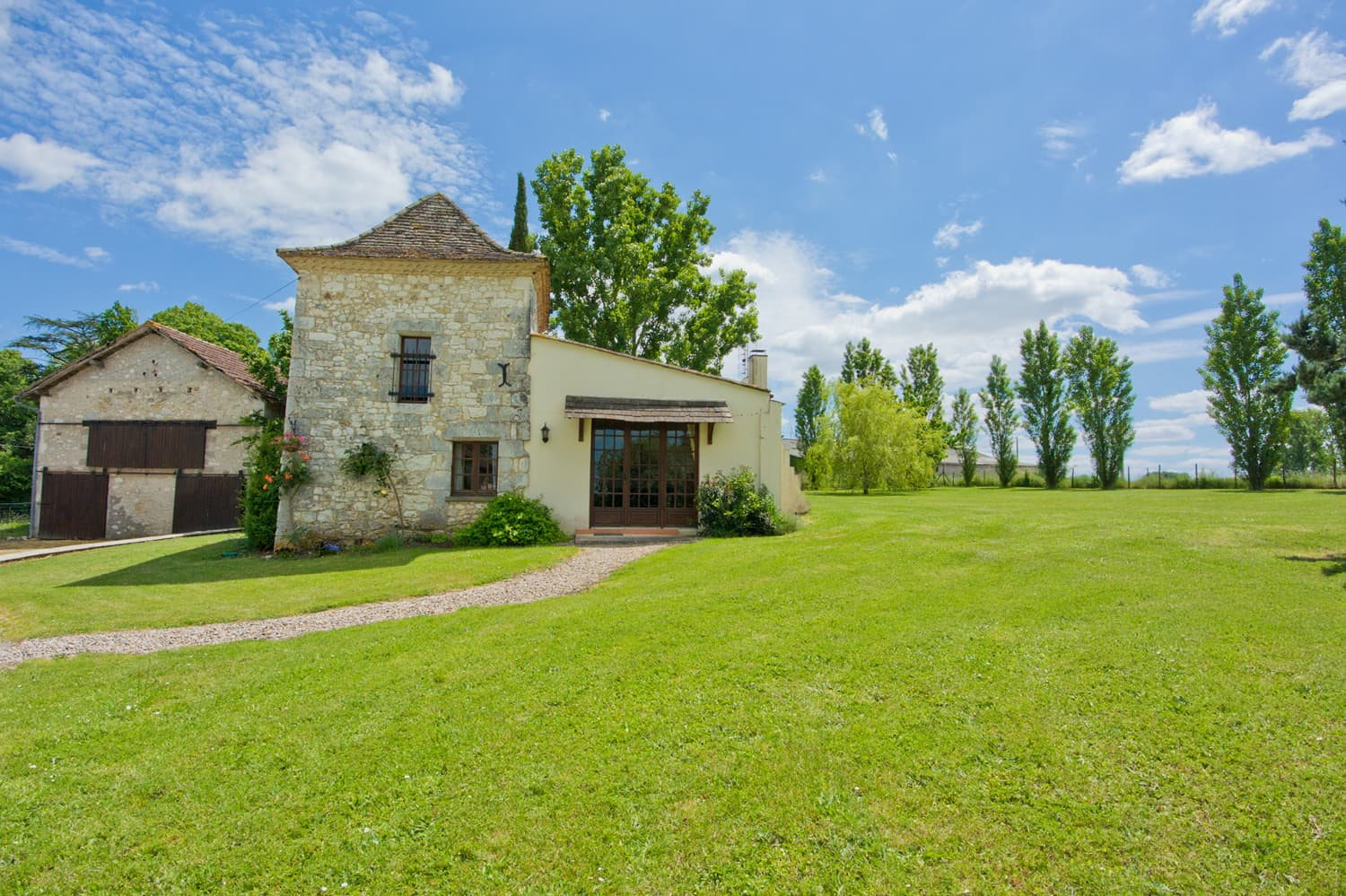 Holiday home in Dordogne with lawned garden