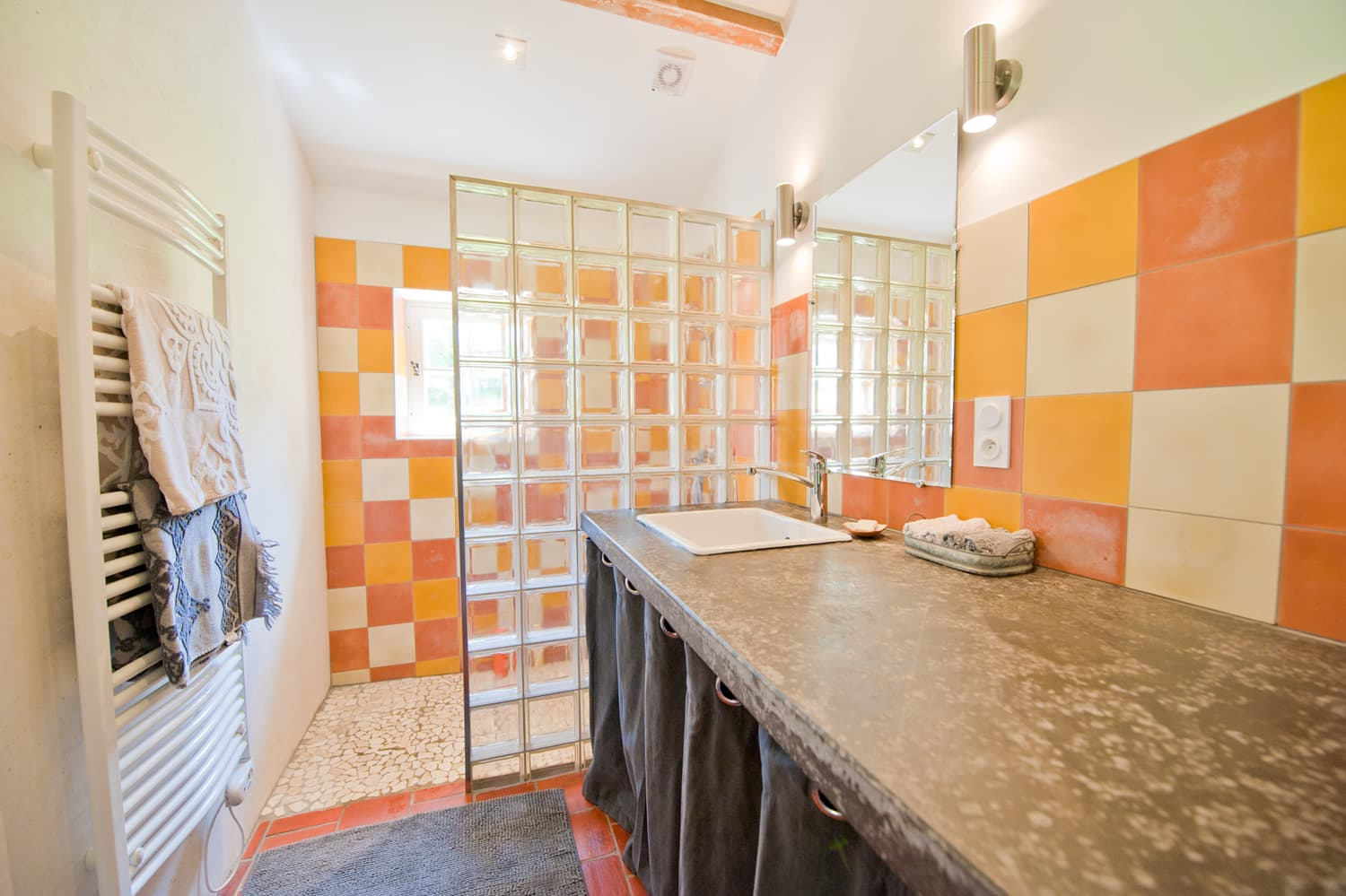 Bathroom in Lot-et-Garonne rental accommodation