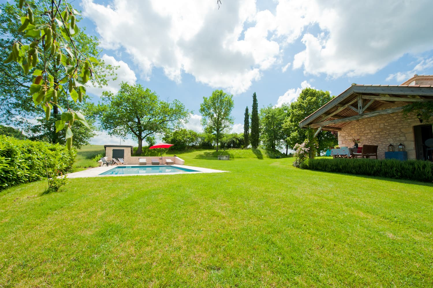 Rental home in Lot-en-Garonne with lawned garden